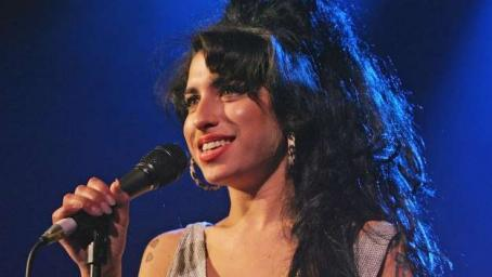 2008 Amy Winehouse - I Told You I Was Trouble - Live In London - Shepherd's Bush Empire [HDTV 1080i]